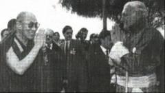 Dalai Lama con Miguel Serrano noto nazista cileno.jpg
