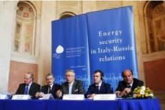 Paolo Scaroni, Massimo D'Alema, Giulio Tremonti, Dmitrij Anatol'evič Medvedev e Pier Luigi Bersani all'Aspen Istitute.jpg