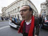 """Benigni che, nel giorno del suo 64esimo compleanno, a Roma è stato """"pizzicato"""" dalla Polizia locale mentre effettuava un sorpasso vietato in Largo Thorvaldsen, ai Parioli"""