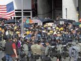 bandiera Usa tra i manifestanti di Hong Kong
