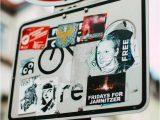 Assange-cartelli-di-Markus-Spiske-free