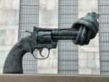 pistola-guns-di-Maria-Lysenko-free-